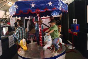 Carousel w 5 riders
